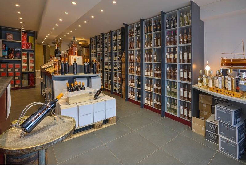 la maison des vins caviste cassis france. Black Bedroom Furniture Sets. Home Design Ideas