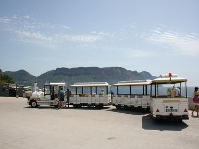 El turístico tren de Cassis - Cassis, Francia