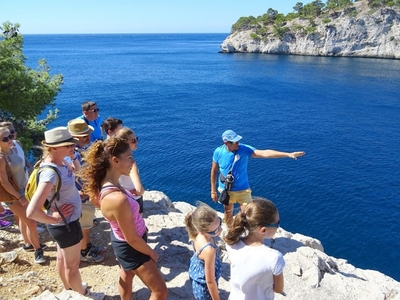 The inevitable: walk guided tour and commentary at the gates of the Calanques - Cassis, France